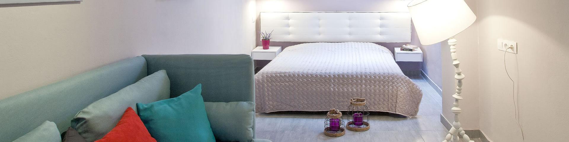Santorini accommodation, budget hotels