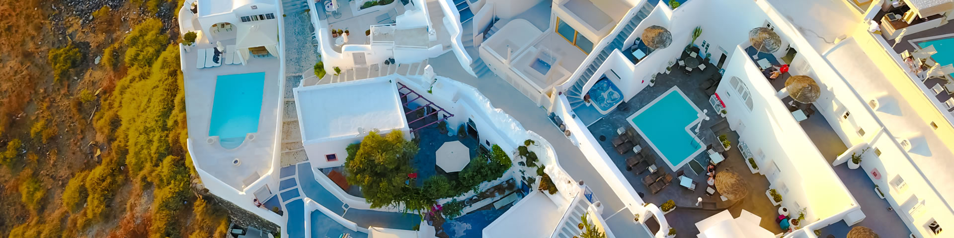 Santorini accommodation, tips for hotel booking